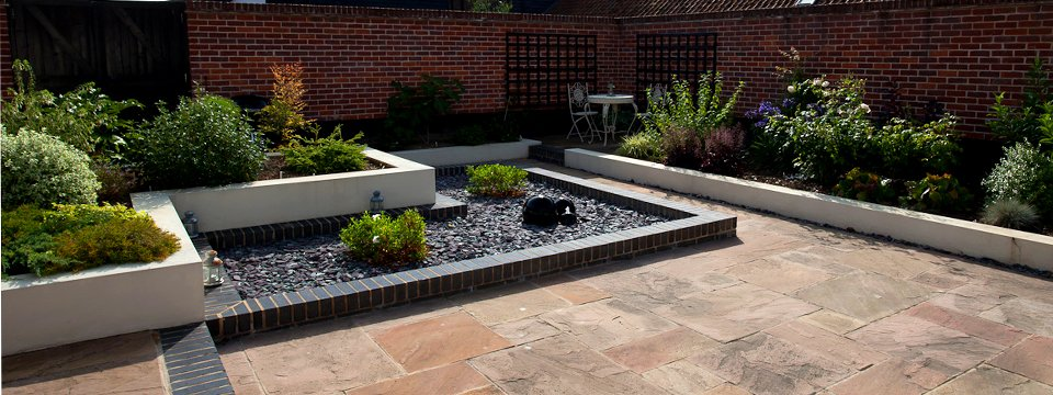 Contemporary Courtyard Garden Tacolneston